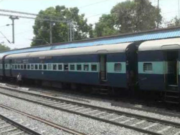 Hundreds Of Railway Workers Protest Against Union Government