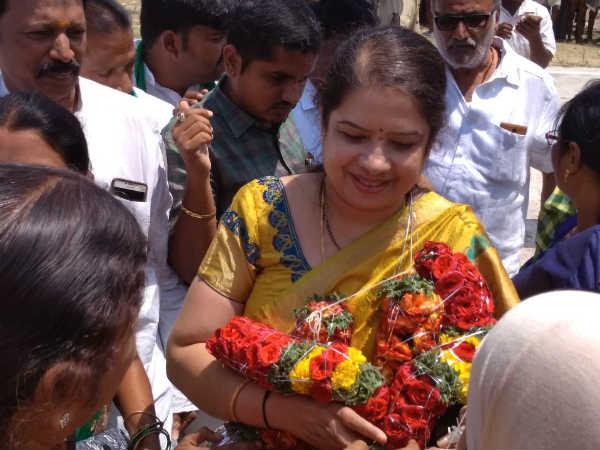 Siddaramaiah Afraid Of Deve Gowdas Family Anitha Kumaraswamy