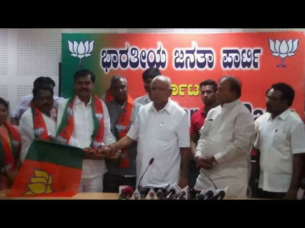 AS Patil Nadahalli joins BJP infront of BS Yeddyurappa