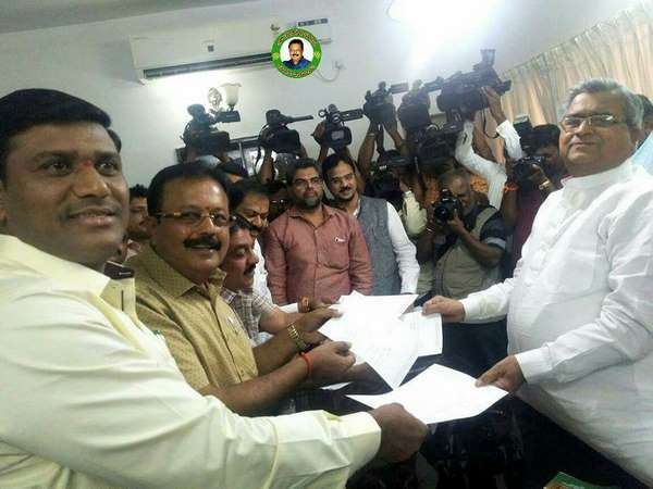 Total 5 Rebel JDS MLAs resigned and set to join Congress