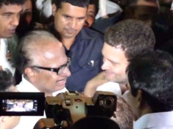 Janardhan Poojary tears in front of Rahul Gandhi in Mangaluru
