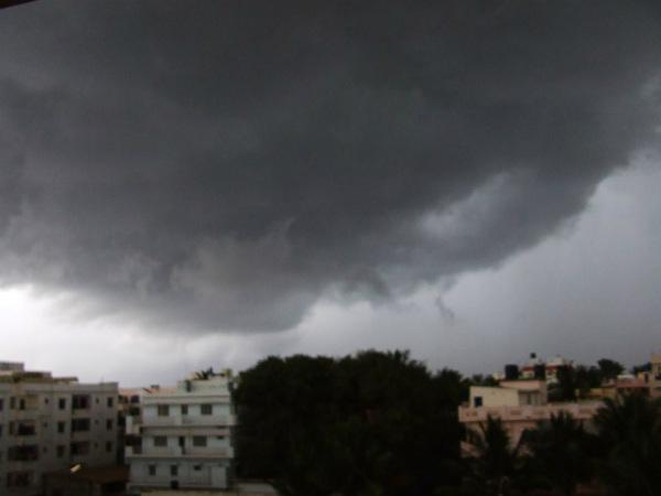 ಹವಾಮಾನ ವರದಿ: ಬೆಂಗಳೂರಿನಲ್ಲಿ ಮಾನ್ಸೂನ್ ಪೂರ್ವ ಮಳೆ ಮುಂದುವರಿಕೆ