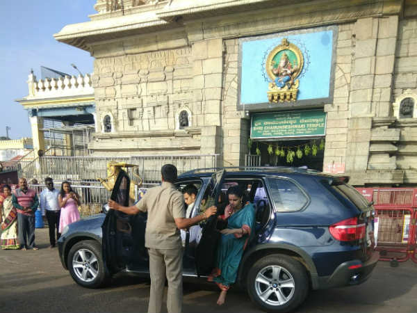 Mysuru royal family Yaduveer Wodeyar visits Chamundi temple for worship of cradle