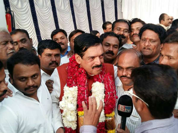 Manahora Tahsildar Quits Congress And Contest In Hangal With Jds Ticket