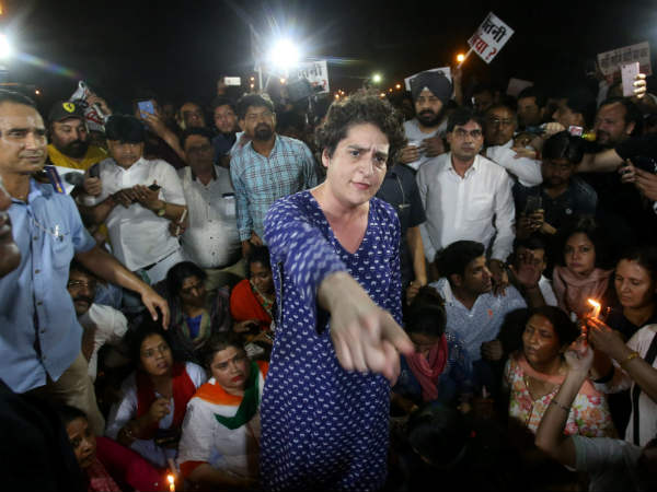 Priyanka Gandhi Vadra becomes angry in Midnight March by Congress against rape cases