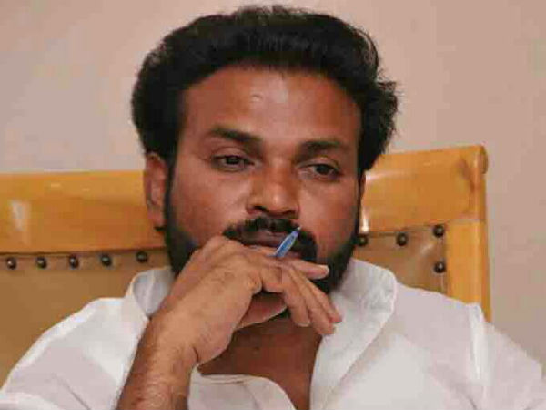 Who suggested Sriramulu to contest from Molakalmuru?