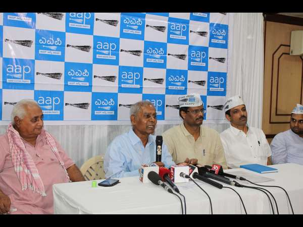 social activist S R Hiremath to support AAP Candidate in hubli