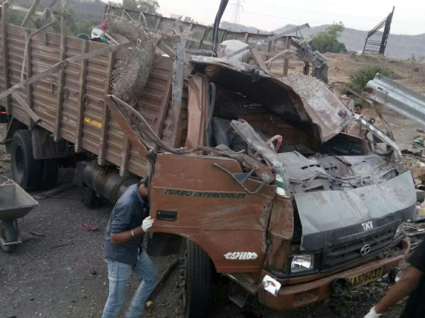 Maharashtra 17 Dead After Truck Hit A Barricade On Pune Satara Highway