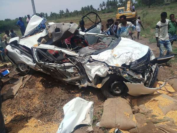 Road accident killed Three including 2 children in chamarajanagar