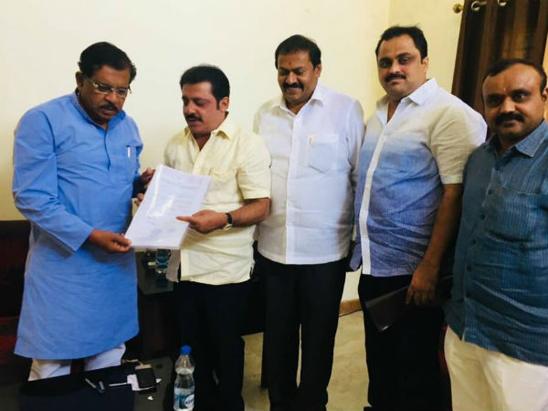 Karnataka elections: congress issuing its B-Form in Sadahalli resort