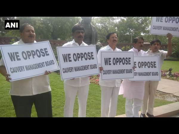 congress MPs protest aginst Cauvery Management Board