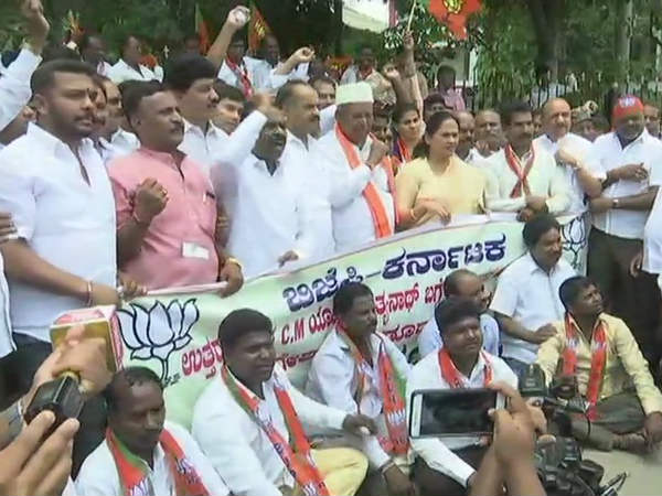 BJP protests against Congress leader Dinesh Gunduraos inciting remarks on Yogi