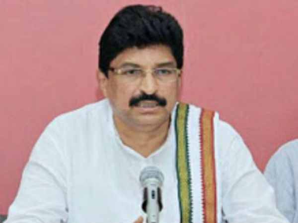 congress searching alternative candidate for Pramod Madhwaraj in Udupi?