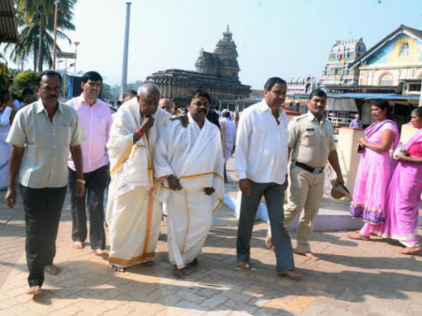 Hd Deve Gowda Performed Pooja At Sringeri With Party Bform