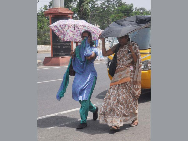 Imd Warns Heat Wave In North Karnataka For Two Days