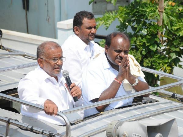 HD Kumaraswamy conducts campaign in Chamundeshwari