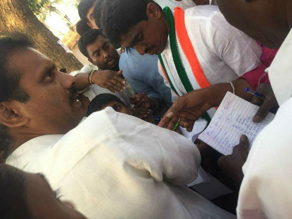 Money distributed in Magadi Congress convention