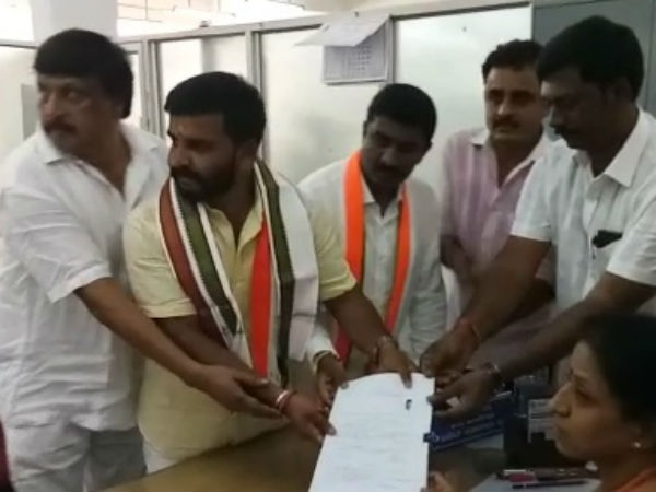 Congress Part Youngest Candidate Manjunath Gowda Files Nomination