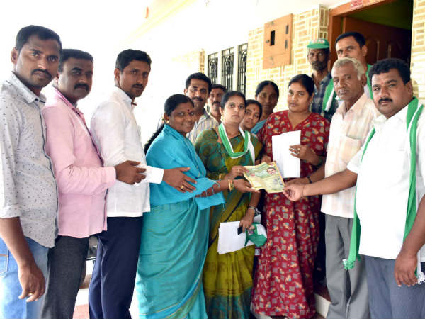 CS Puttaraju and his wife campaigns in Melukote