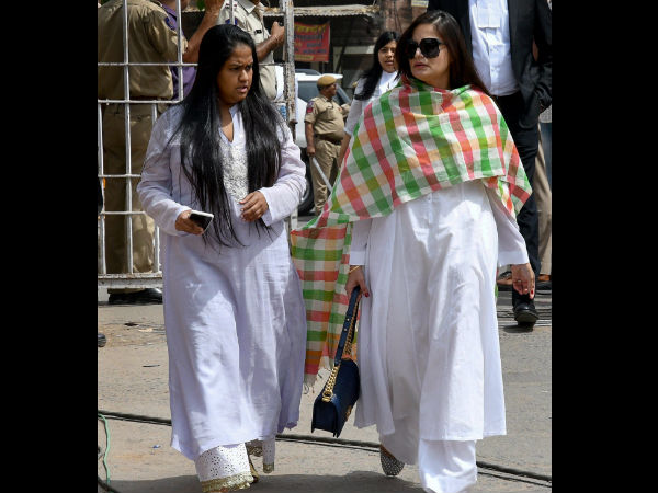 salmans sisters Alvira and Arpita reportedly broke down in court