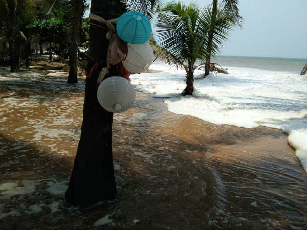 Rising Waves In The Sea Occupies About 40 Feet Of Land