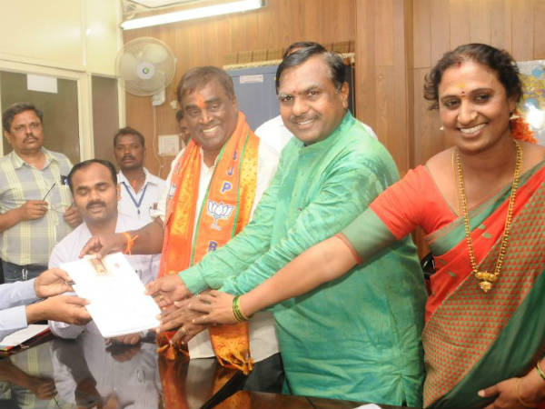Karnataka Elections : G Somashekar Reddy files nomination from Bellary City