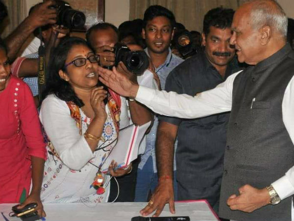 Tamil Nadu Governor Pats Cheeks Of A Woman Journalist Becomes Controversy