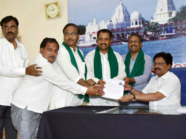 Bjp S Navali Hiremath Has Filed His Nomination As Rebel Candidate From Hunagund