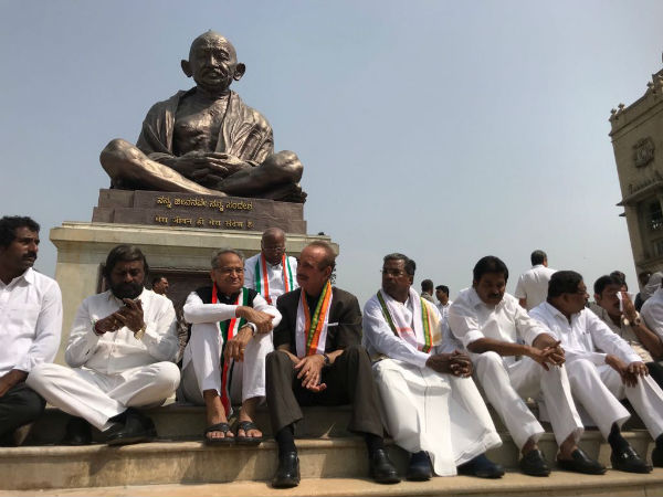 Congress stage protest at Mahatma Gandhi statue