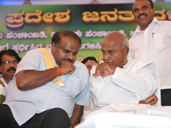 Karnataka elections results 2018 : Kumaraswamy meets HD Deve Gowda