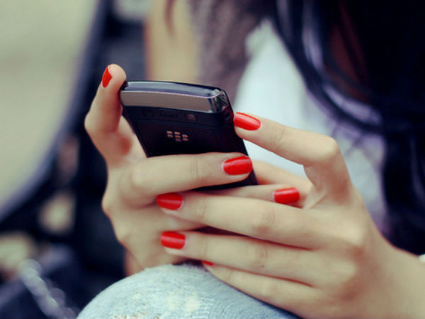 College Students In India Uses Mobile 150 Times In A Day