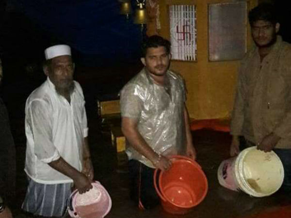 Muslims help in cleaning of temple during flooded rains in mangalore