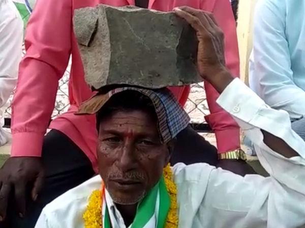 ತಲೆ ಮೇಲೆ ಕಲ್ಲು ಹೊತ್ತು ಪ್ರತಿಭಟನೆ ನಡೆಸಿದ ಶಾಸಕರ ಬೆಂಬಲಿಗ