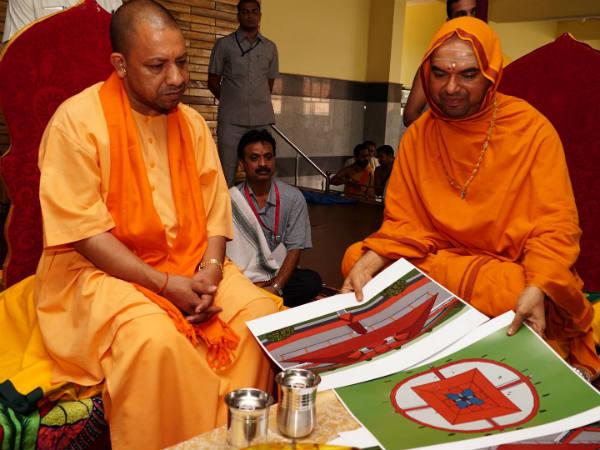 Up Cm Yogi Adityanath Met Raghaveshwara Seer At Sagar