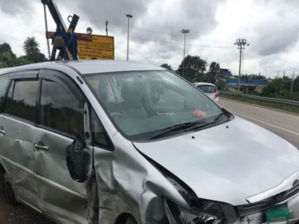 MLA Akhanda Srinivasa Murthy car met with accident in Hassan