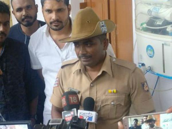 Ravi D Channannavar Honoured Head Constable Chandra Kumar