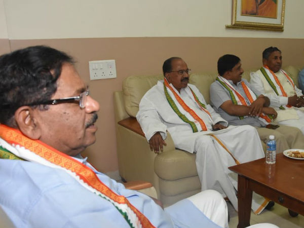 Congress Mps Demanding To Conduct Meeting Of Mps