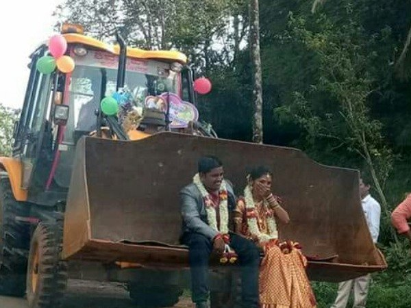 Crazy Wedding In Puttur Married Couple Appear Jcb For Wedding