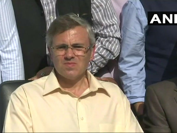We havent been approached, we arent approaching: Omar Abdullah