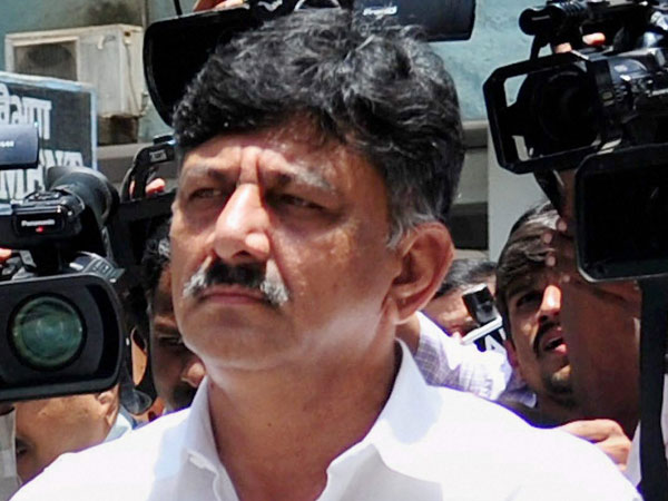 dk shivakumar unhappy on congress leaders for missing power ministry