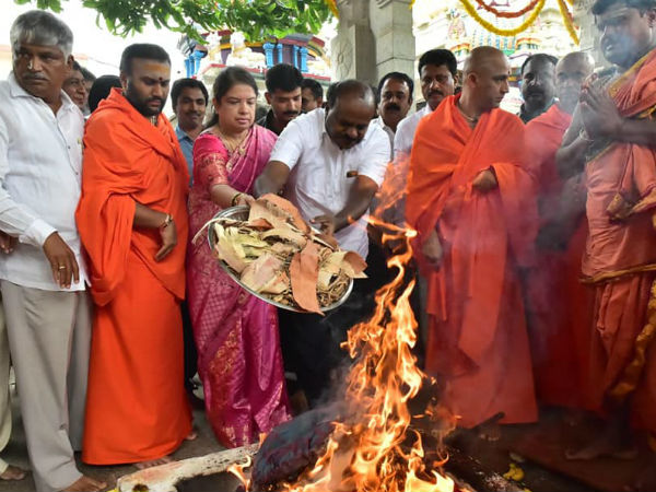 Hd Kumaraswamy Performs Special Puja At Adichunchanagiri Mutt
