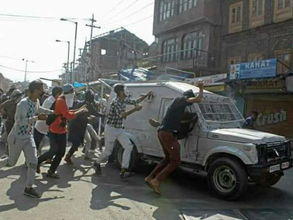 crpf vehicle runs over protesters in srinagar