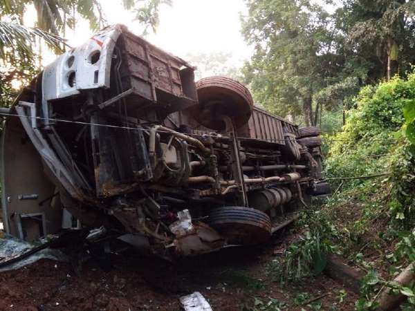 KSRTC bus met with an accident in chikkamagaluru