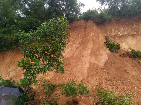 Land Slide In Mangaluru Two Houses Damaged