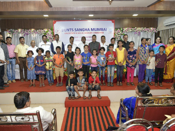 Mumbai Bunts committee gives Financial help to many students