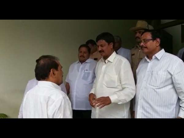One after another meets Siddaramaiah, shocking developments in state politics