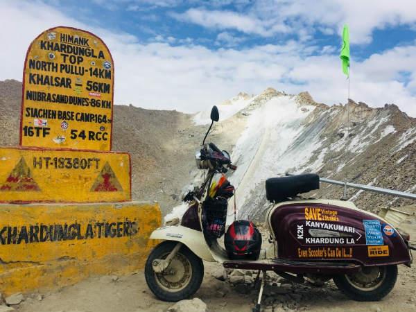 ಓಲ್ಡ್  ಈಸ್ ಗೋಲ್ಡ್ : ಖರ್ದುಂಗಾ ಲಾ ಏರಿದ ಲ್ಯಾಂಬಿ ಸ್ಕೂಟರ್
