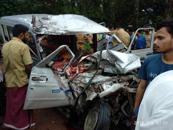 Five died near Uppala in Lorry-jeep collision