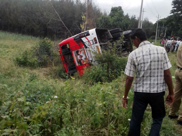 Bus met with Accident in Malavalli, one died 25 injured