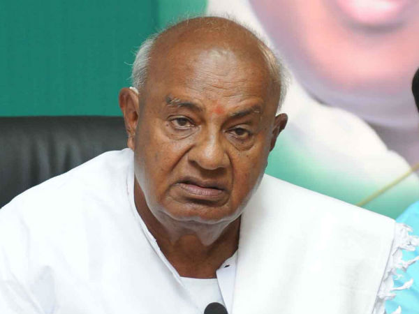 Deve Gowda angry on a question related to caste and loan waive off